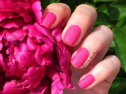 .◠▫◡❀ Beauty by Suzi ❀◡▫◠.: Jordana Texture Nail Polish, 03 Fiesty Fuchsia
