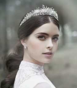 Hair for wedding – magnificent hair accessories from Victoria Novak