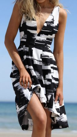 Wanderer B&W Printing Dress