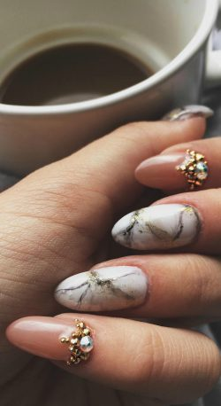 Marbling with nail polish @Classy Claws